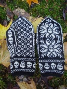 Deathflake Mittens Ohje: Ravelrysta Lanka: Novita Tico Tico